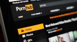 pornhub yetiskin icerigi geri getirmek için tumblr-i satin almak istiyor.